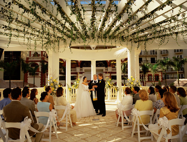 """It Pays to Say Your """"I Dos"""" in Kissimmee 