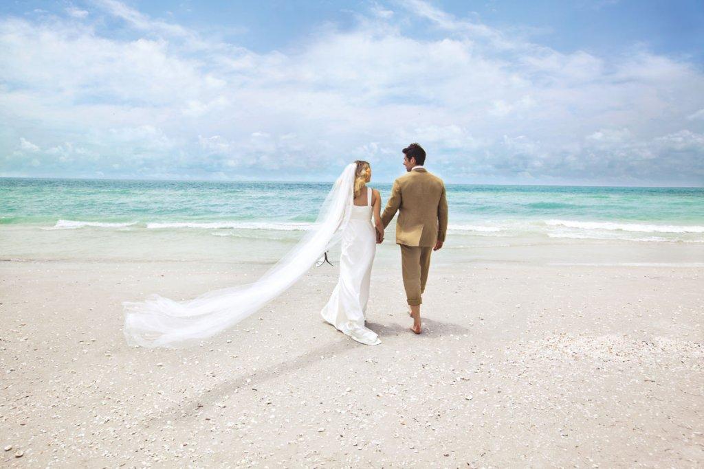 70+ Ideas for Beach Weddings   BridalGuide