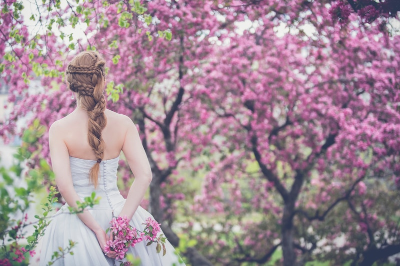 wedding hairstyles dos and fonts