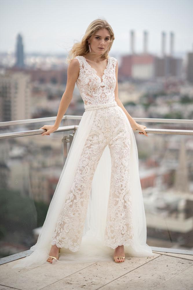 8b5e36e3366 15 Style Ideas for City Hall Brides BridalGuide