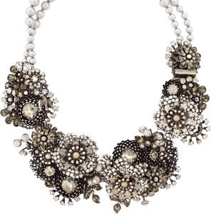 flower necklace with pearls