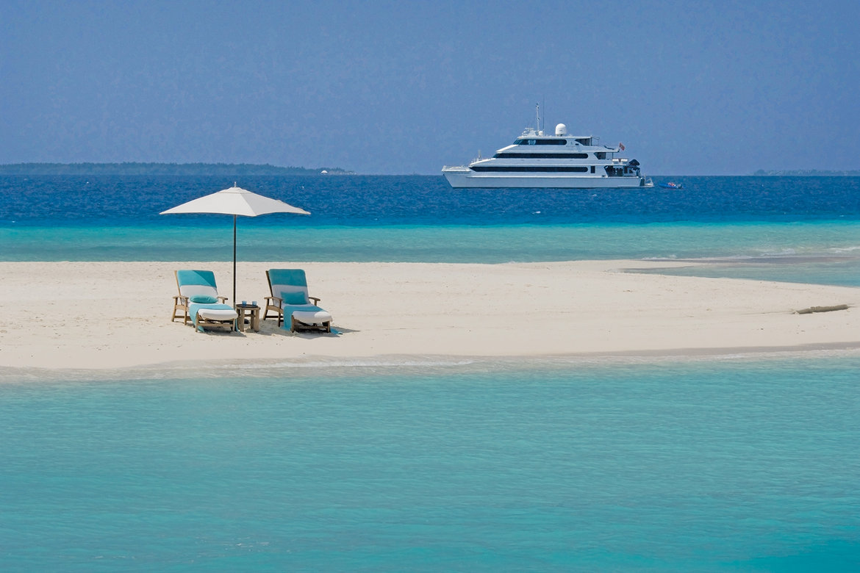 four seasons explorer yacht