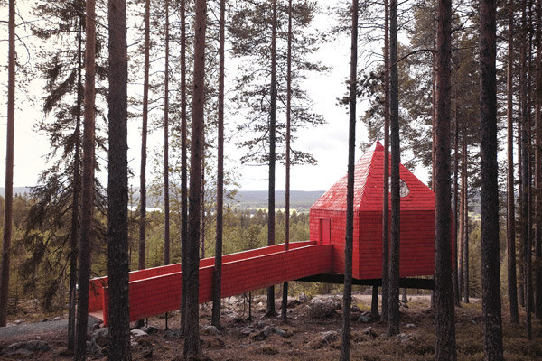 tree hotel sweden honeymoon nature