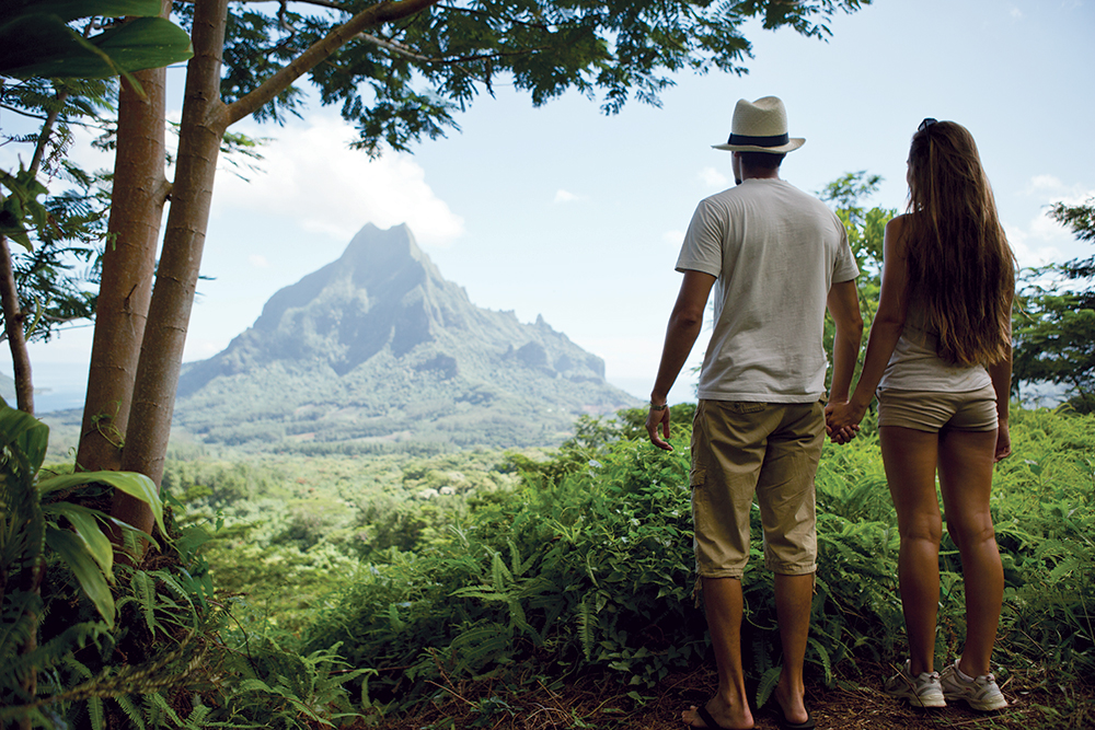 hiking in moorea french polynesia
