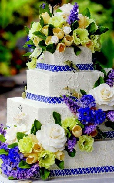 Wedding Cake Tips from Sylvia Weinstock BridalGuide