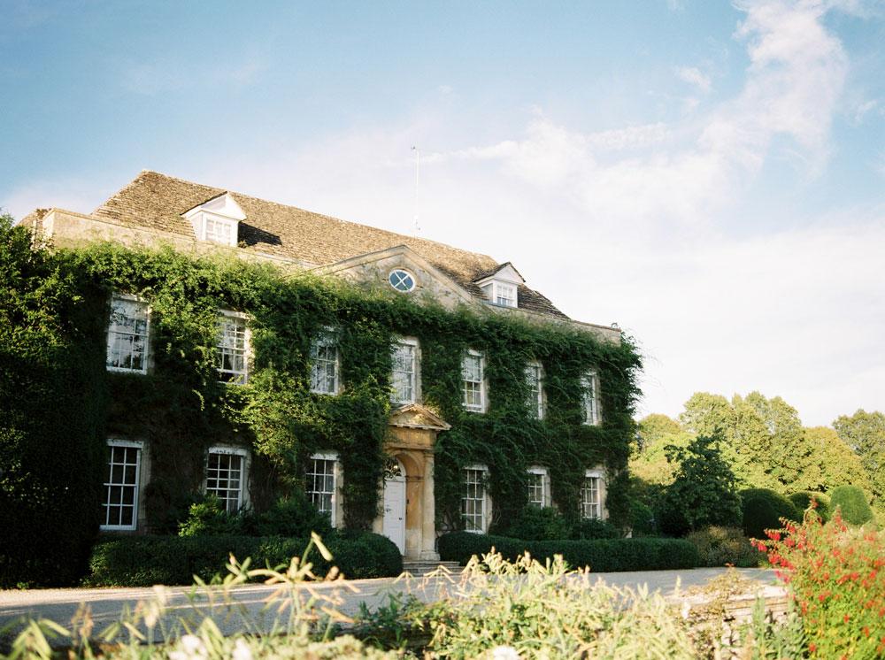 An Enchanting English Countryside Wedding Full of Inspo