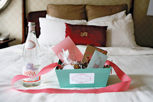 The wedding welcome wagon bridalguide for Wedding welcome gifts for out of town guests