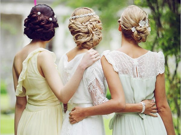 bride and 2 bridesmaids