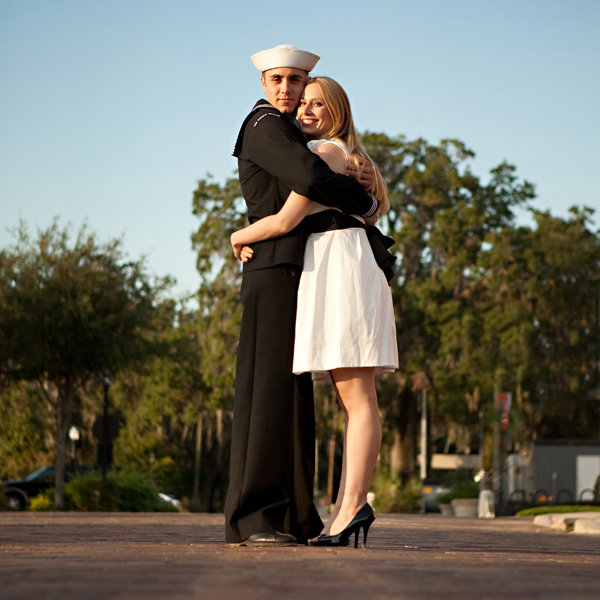 wars end kiss engagement photos