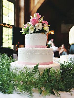 white cake roses