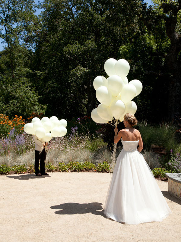 Balloon release wedding first look