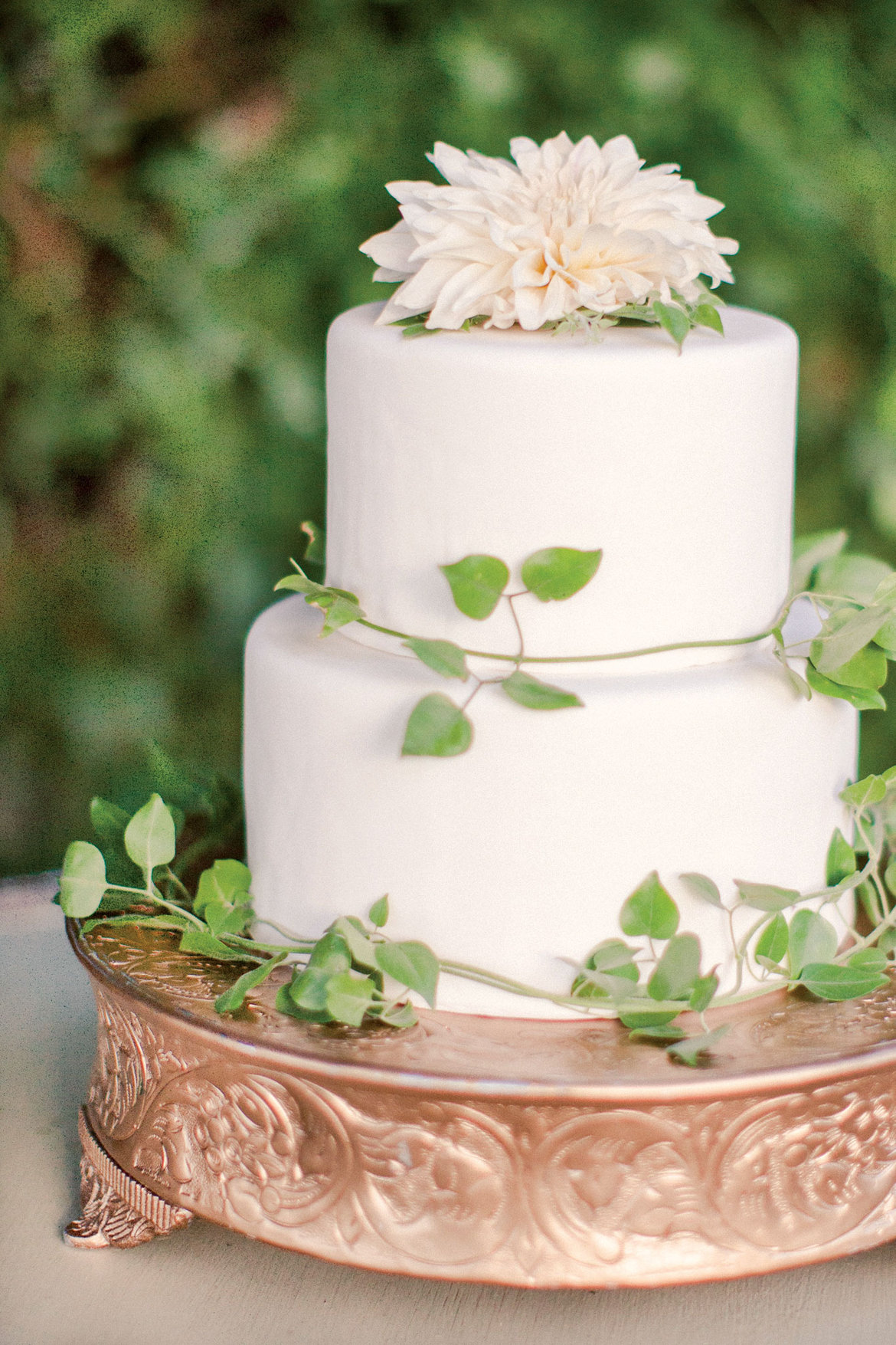 gold and white square wedding cakes a vintage inspired outdoor wedding in florida bridalguide 14742