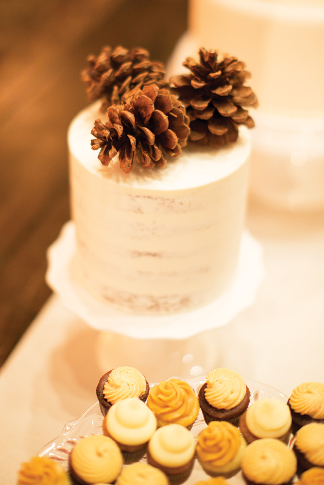 winter wedding acorn cake