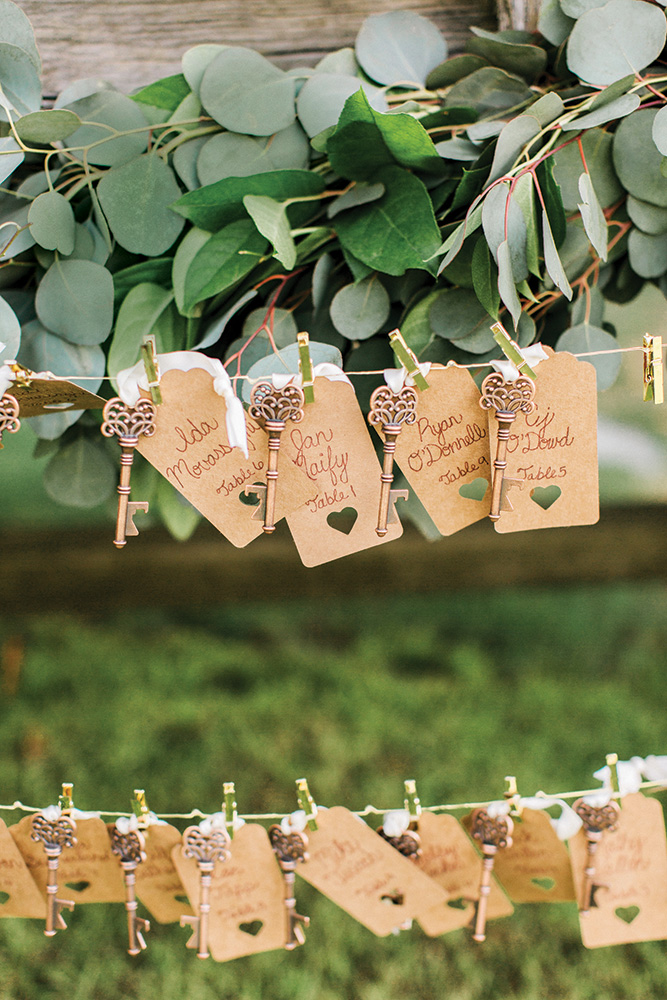 Wedding escort cards with vintage keys