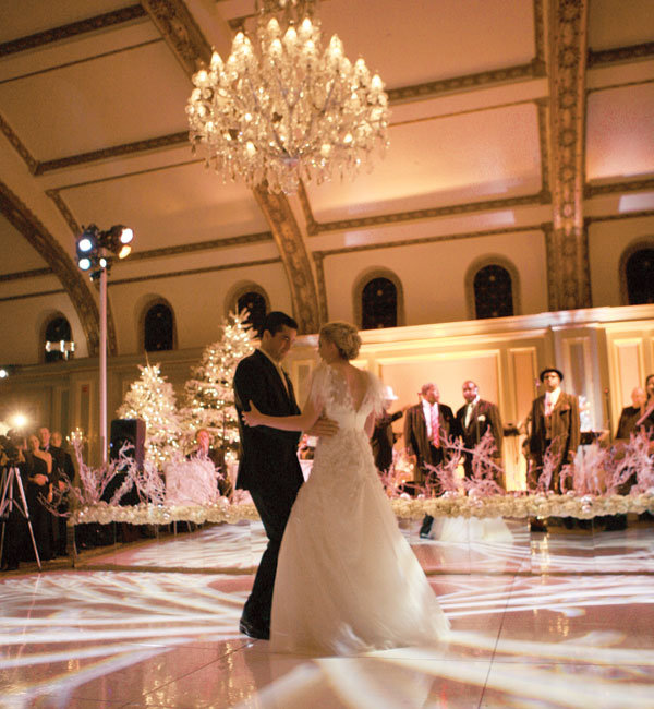 Winter wedding decor ideas bridalguide for Winter dance decorations