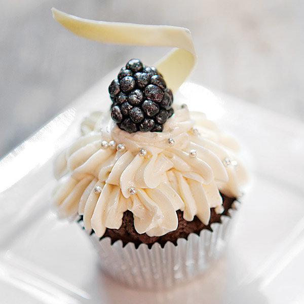 blackberry wedding cupcakes
