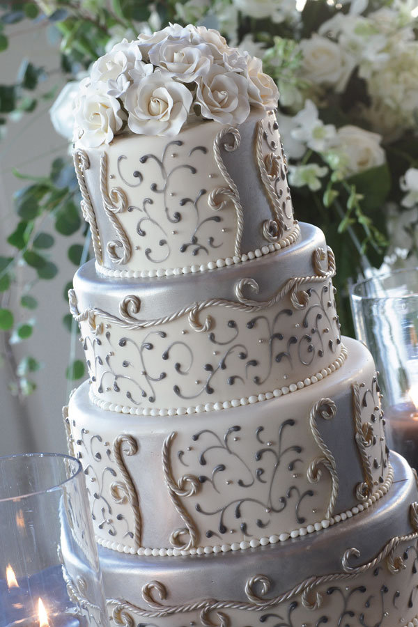 We used silver and opal dust all over the cake so it was very shiny