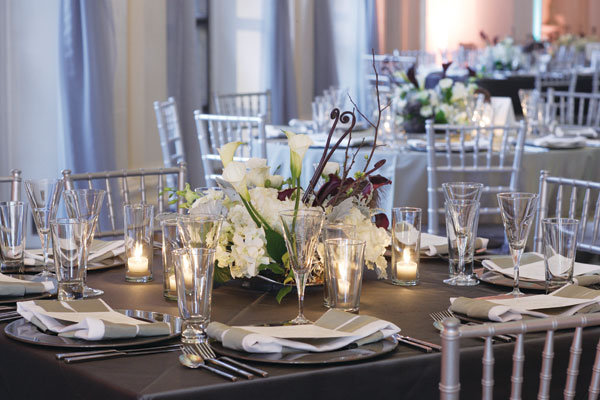 White And Silver Wedding Theme: White Wedding Décor Ideas