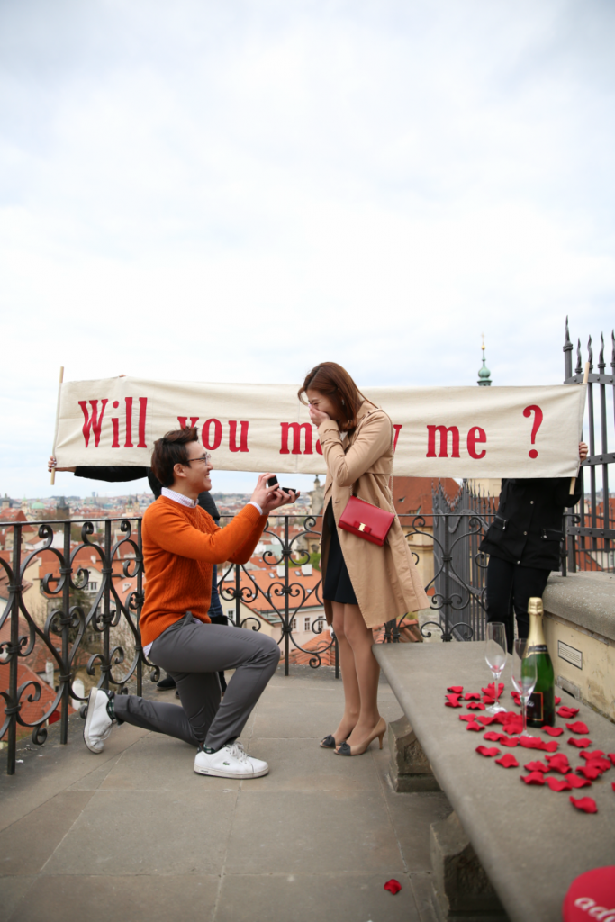 romantic-prague-proposal