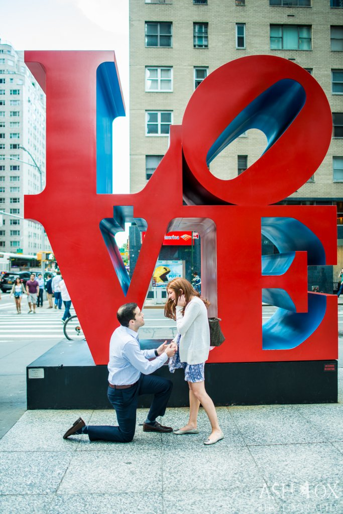V-day-proposal-love-statue
