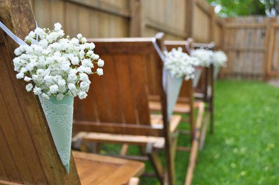 babys breath ceremony decor Photo courtesy of The Wedding Chicks Munster