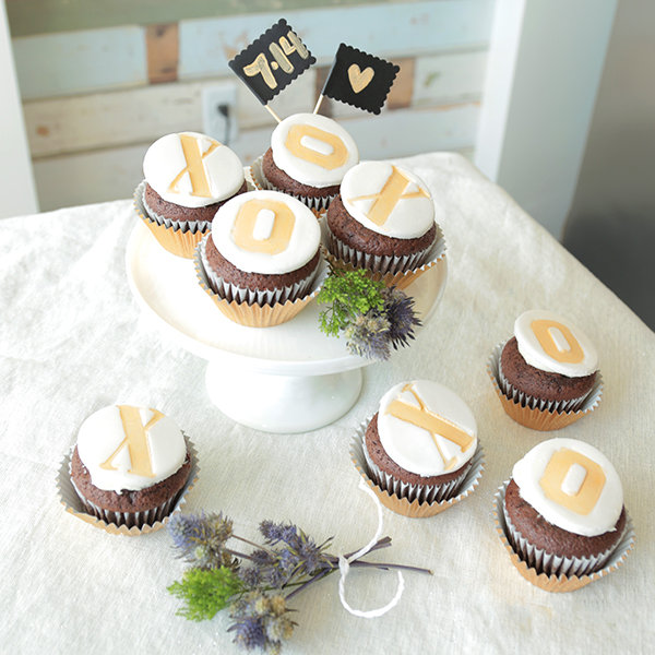 xo wedding cupcakes