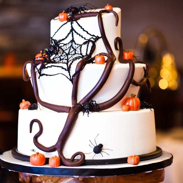 4 stunning halloween wedding cakes bridalguide halloween wedding cake photo credit ace photography junglespirit Image collections