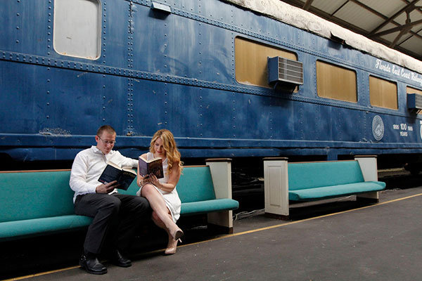 harry potter hogwarts express engagement photos