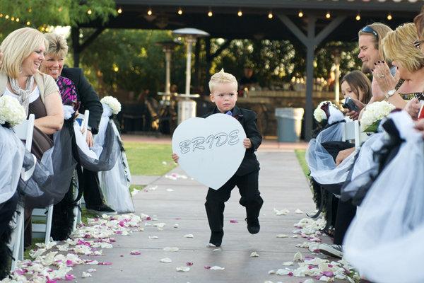 blogs bridal buzz here comes bride signs