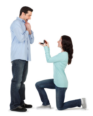 woman proposing to man