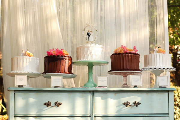 chocolate and vanilla cake stands