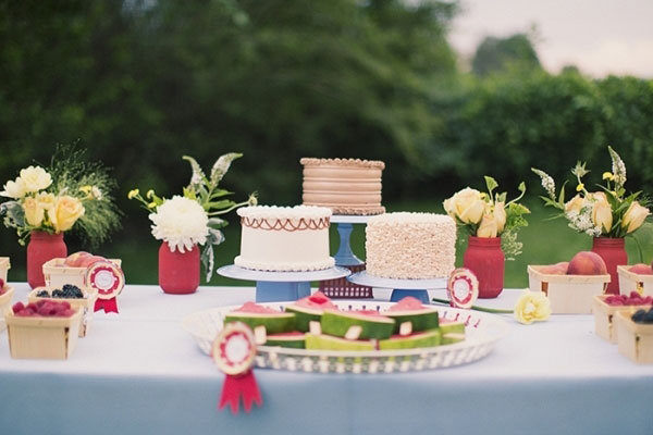 backyard wedding cakes