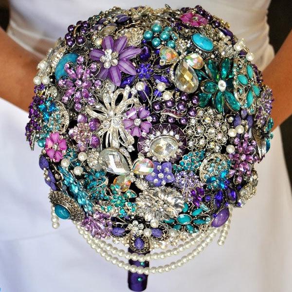 10 Non-Floral Bouquets for Winter Weddings | BridalGuide