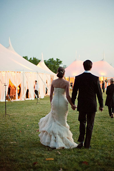 20 ingenious tips for throwing an outdoor wedding bridalguide outdoor tent wedding junglespirit