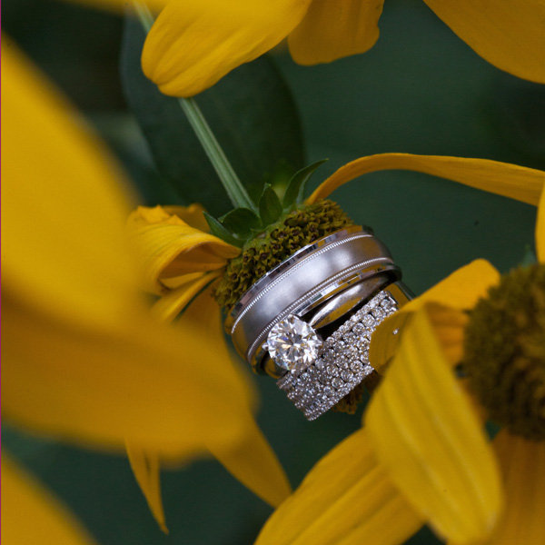 wedding rings with flower
