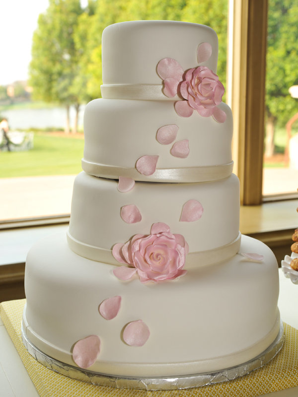 simple wedding cake ideas pictures simple chic wedding cakes we bridalguide 20065