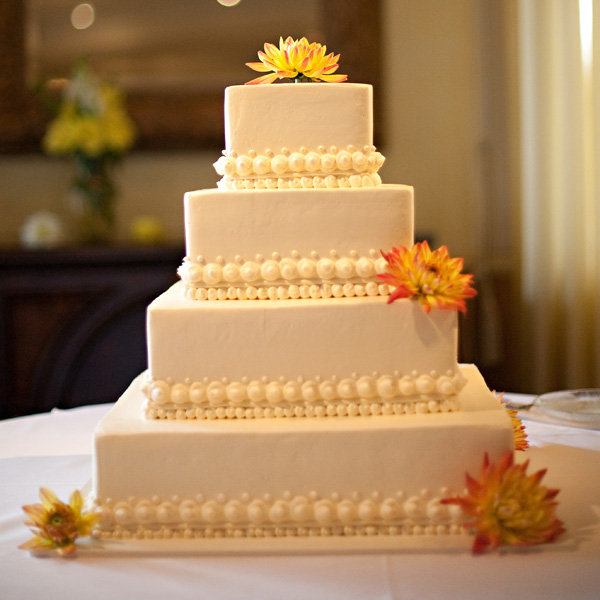Simple Wedding Cake: Simple, Chic Wedding Cakes We Love