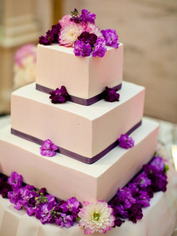 simple chic wedding cakes we love bridalguide. Black Bedroom Furniture Sets. Home Design Ideas