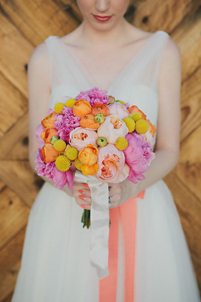 bold spring wedding bouquet
