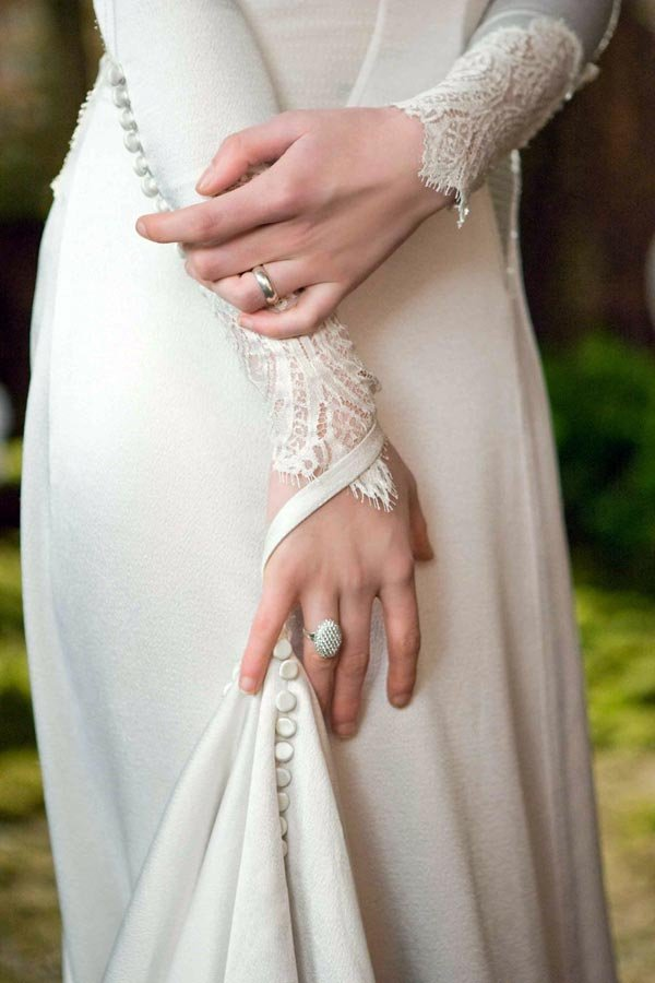 First Photos of Bella\'s Breaking Dawn Wedding Dress! | BridalGuide