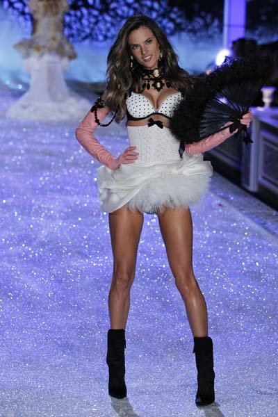 Fashion Runway Videos on Victoria Secret Fashion Show   Wedding Planning  Ideas   Etiquette