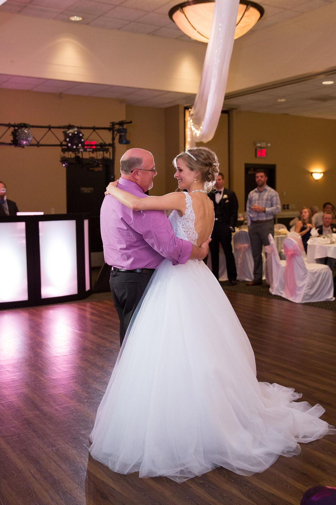 bride shares wedding dance with organ donor