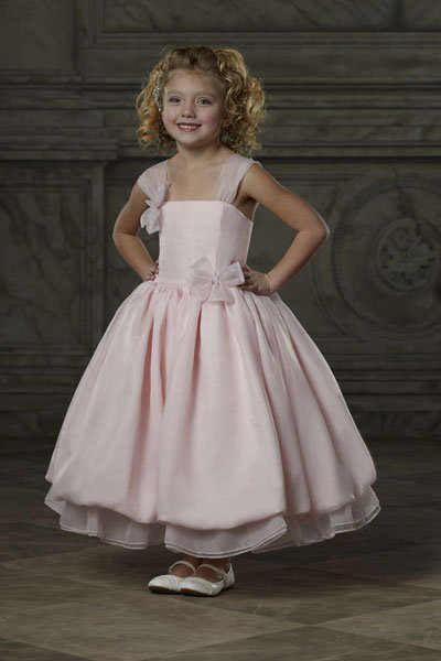 5 Adorable Trends for Flower Girl Dresses | BridalGuide