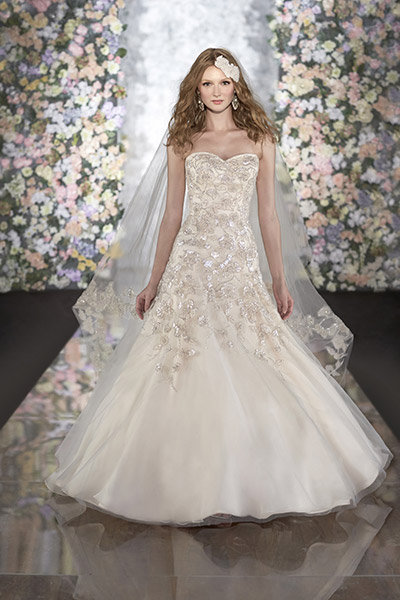 Get the look jessica simpsons wedding gown bridalguide martina liana wedding gown junglespirit Images