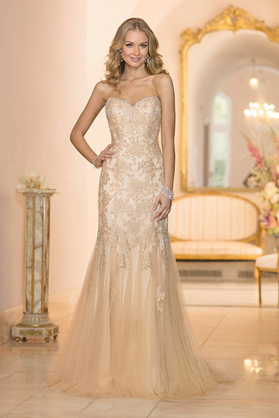 Get the look jessica simpsons wedding gown bridalguide stella york wedding gown junglespirit Image collections