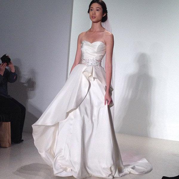 18 Sexiest Silk Evening Dresses For Weddings 2015
