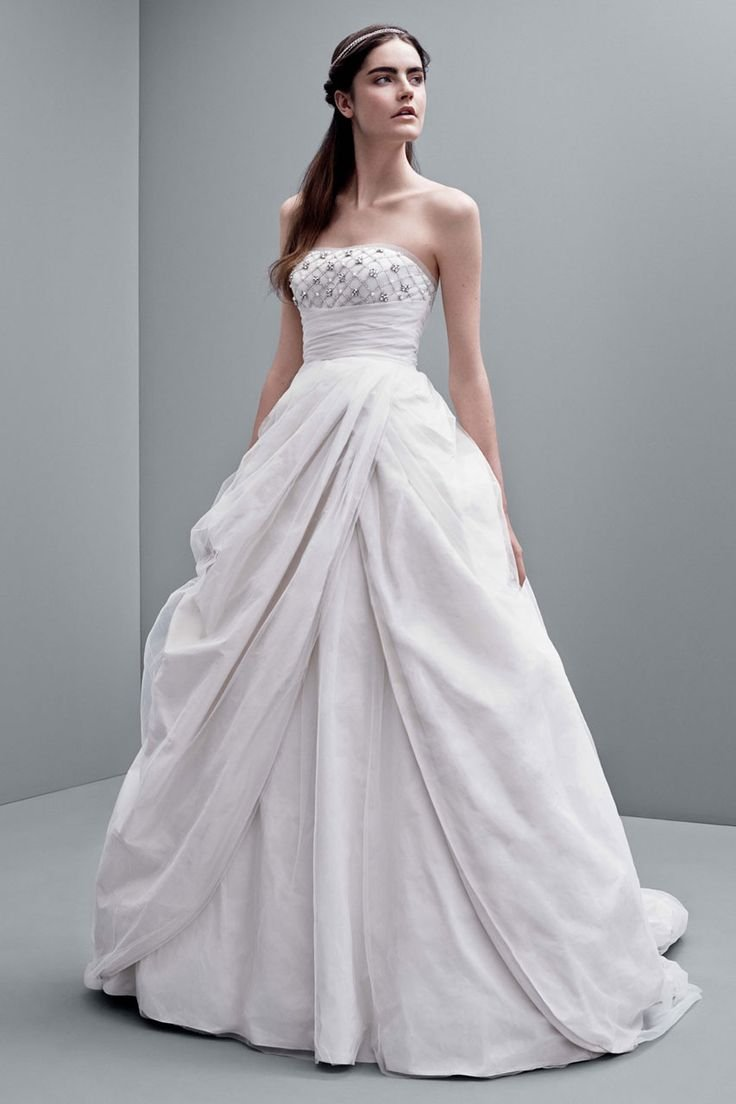 The 25 most popular wedding gowns of 2014 bridalguide for Best vera wang wedding dresses
