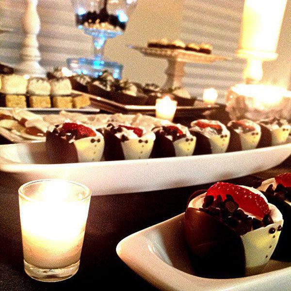 Sweet treats dessert tables bridalguide - Tables roulantes dessertes ...