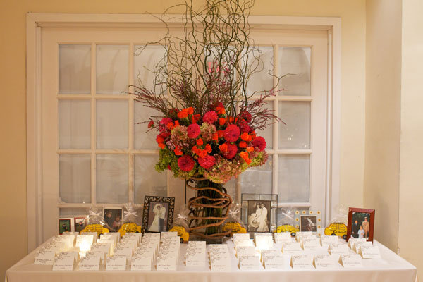 Beautiful blooms dazzling ideas for your flowers for Ideas for wedding place cards table