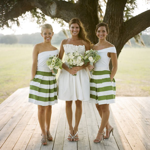 Little Borrowed Dress Allows Your Bridesmaids To Pick Their Own Style And Offers A Wide Variety Of Dresses That Are All Budget Friendly Wedding Party